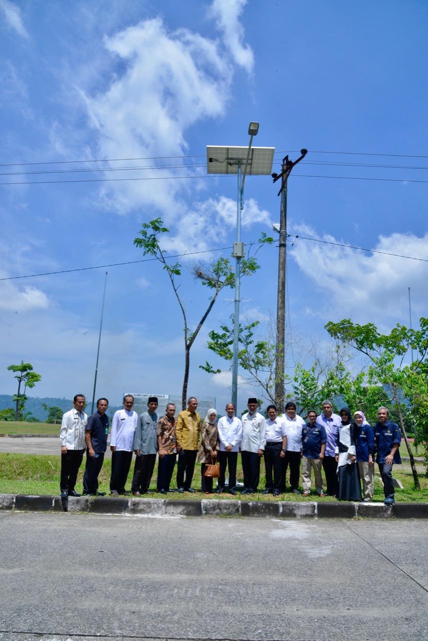 Kementerian Esdm Ri Media Center Arsip Berita 319 Pju Ts Terangi Kota Padang Wamen Esdm Energi Dinikmati Seluruh Lapisan Masyarakat