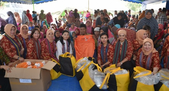 DWP Minister of EMR Distributed aid for victims of the Lombok Earthquake